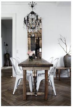 longue table étroite
