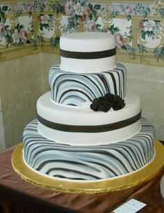 This is a really cool concept. Amazing Wedding Cakes, White Wedding Cakes, Amazing Cakes, Gorgeous Cakes, Pretty Cakes, Dessert Decoration, Decorations, Succulent Cakes, White Cakes