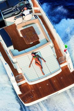 40 STL Absolute is a unique and exclusive yacht with sports nature. This beautiful boat has spectacular windows just above the waterline. Jet Ski, Yacht Design, Boat Design, Super Yachts, Speed Boats, Power Boats, Absolute Yachts, Yatch Boat, Small Yachts