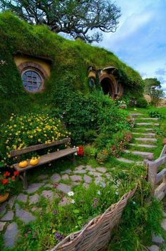 New zealand gardening in 2019 earthship home, hobbit garden, hobbit hol Maison Earthship, Beautiful Homes, Beautiful Places, House Beautiful, Beautiful Pictures, Underground Homes, Earth Homes, Fairy Houses, Cob Houses