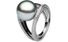 Yoko London white gold ring with a Tahitian pearl and diamonds. Pearl And Diamond Ring, Pearl Ring, Pearl Jewelry, Jewelery, Modern Jewelry, Luxury Jewelry, Fine Jewelry, Twilight Ring, Tahitian Pearls