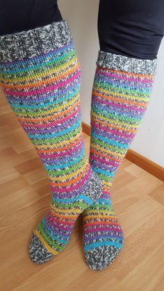 Muistattekos viime kesältä nilkkasukat,   jotka olivat tehty sateenkaari+tweed-lanka yhdistelmästä?   No jo silloin ajattelin että ne oli...