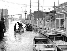1937 flood louisville ky | ... Broadway in the 1937 flood. Courier-Journal photo by H. Harold Davis