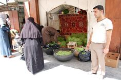 Verkoper van wijnbladeren in Aleppo.  Foto: Marco in 't Veldt
