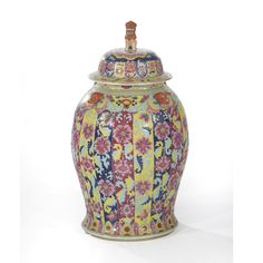 A Chinese famille rose porcelain baluster vase with cover, Qing dynasty 19th century