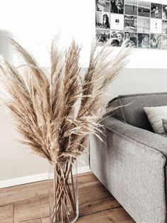 just a few stalks in a vase make a simple, stunning centerpiece that's a nice alternative to traditional cut flowers. Home Living Room, Living Room Decor, Home Decor Inspiration, Decor Ideas, Future House, Home Remodeling, Home Renovation, New Homes, House Design