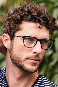 Short curly hairstyles for men are often misconstrued as frizzy or hard to tame. Check out our gallery of hottest looks for short curly hair for men. Men Haircut Curly Hair, Mens Short Curly Hairstyles, Male Haircuts Curly, Curly Hair Styles, Hairstyle Short, School Hairstyles, Office Hairstyles, Anime Hairstyles, Stylish Hairstyles