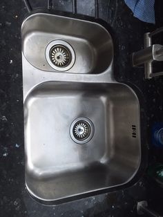 A stainless steel undermounted sink that is available as either left or right handed. Drainer grooves in the granite make this a stylish and practical kitchen sink. Sink Taps, Undermount Sink, Sinks, Real Kitchen, Kitchen Sink, Designer Kitchen Taps, Waste Disposal, Corian, Granite