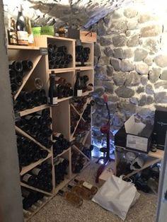 Les Casiers du Manoir Casier à bouteilles, casiers à vin, casiers à magnum, casiers à bouteilles, étagère à bouteille, range bouteille, rayonnage à bouteilles, rangement et stockage bouteilles de vin, rangement vin, meuble bouteilles, aménagement cave à vin => Dans une jolie cave particulière installation de KR50, Stapel, porte-bouteilles et ardoises naturelles