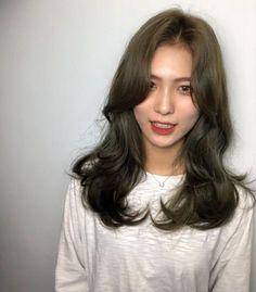 긴머리 레이어드컷 / 긴머리 c컬펌 너무이쁨♥♥ : 네이버 포스트 Medium Hair Styles, Curly Hair Styles, Mode Ootd, Asian Hair, Hair Images, Long Curly Hair, Hair Looks, Hair Lengths, New Hair