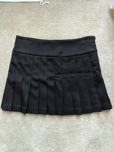 Side zipper for a nice fit. Made in the USA. Gently used. Like new. Smoke free home. 2000s Fashion, New Fashion, Fashion Outfits, Pleated Mini Skirt, Mini Skirts, Clothes Pictures, Looks Vintage, New Wardrobe, Dress Me Up