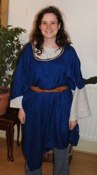 OMG so easy! Over-tunic tutorial.  sc 1 st  Pinterest & The 56 best DIY Renaissance costumes images on Pinterest | Middle ...