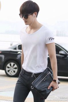 Zhoumi - Weibo 140823