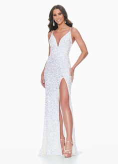 Tight Prom Dresses, Stunning Prom Dresses, Sparkly Prom Dresses, Senior Prom Dresses, Pretty Prom Dresses, Prom Outfits, Beaded Prom Dress, Hoco Dresses, Mermaid Prom Dresses