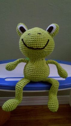 A frog I made from a free pattern on Ravelry. Now linked to pattern!