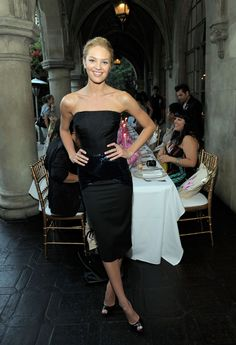 Candice Swanepoel Photos - Victoria's Secret Bombshell Candice Swanepoel Unveils VS Fantasies - Dinner - Zimbio