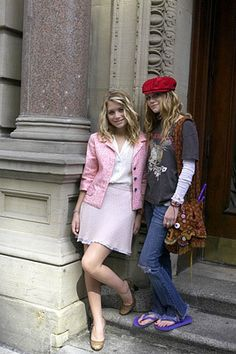 NYM - new-york-minute Photo Mary Kate Ashley, Mary Kate Olsen, Ashley Olsen, Rock Outfits, Cute Outfits, Simple Plan, Olsen Twins Style, Michelle Tanner, Olsen Sister