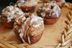 Cinnamon Roll Muffins - a quick everyday way to get your cinnabon fix! Muffin Recipes, Breakfast Recipes, Dessert Recipes, Brunch Recipes, Breakfast Snacks, Cupcake Recipes, Breakfast Ideas, Cinnamon Roll Muffins, Cinnamon Rolls