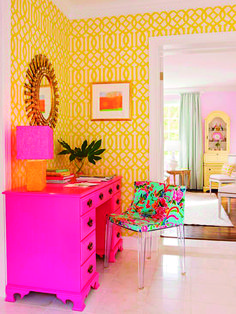 Se você gosta da ideia da cor rosa na decoração, mas tem medo de arriscar, opte por algum detalhe, como peças de mobiliário.