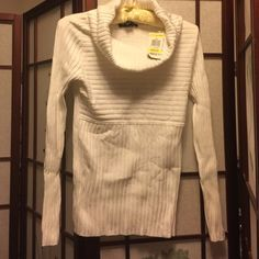 NWT white knit top INC brand new with tag wide turtle neck knit long sleeve top. 82% rayon, 14% nylon, 4%spandex medium INC International Concepts Tops Tees - Long Sleeve