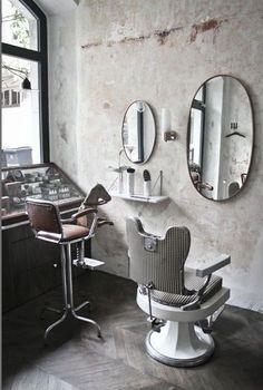 My dream salon chairs. - Home Page Barber Shop Interior, Barber Shop Decor, Hair Salon Interior, Design Salon, Salon Interior Design, Design Design, Cafe Design, Home Hair Salons, Barbershop Design