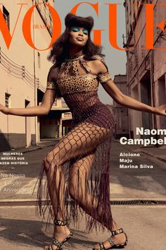 Naomi Campbell on the cover of Vogue Brasil wearing Valentino. Vogue Covers, Vogue Magazine Covers, Fashion Magazine Cover, Fashion Cover, 90s Fashion, Couture Fashion, Trendy Fashion, Runway Fashion, Style Fashion