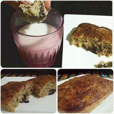 Torta de quinoa y arandanos * 1/2 taza de quinua cocida * 1 banano triturado * 3 cdas de avena en hojuelas * 1 huevo * 1 cda de mantequilla de almendras *1 cdita de polvo para hornear *1 cdita de esencia de banano Arandanos al gusto 1 cuadrito de chocolate Se integran casi todos los ingredientes, quinua, banano, avena, huevo, mantequilla de almendras, polvo para hornear, esencia dr banano. Revolver constantemente hasta formar una mezcla concistente. Luego colocar en un molde apto para horno…