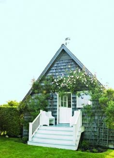 Vantage Point Image Gallery - Hamptons Cottages & Gardens - August 15 2011 - Hamptons