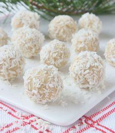 SNÖBOLLAR – Lindas Bakskola Swedish Christmas Food, Christmas Snacks, Christmas Recipes, Swedish Recipes, Sweet Recipes, Cupcake Cakes, Cupcakes, Food To Make, Sweet Tooth