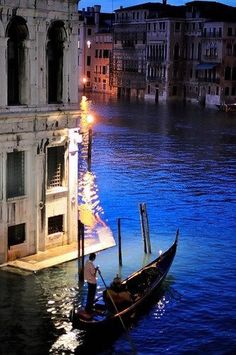 Venice At Night, Italy ◬ spent an afternoon here nice to see a picture in the evening