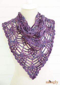 20 Free Crochet Pineapple Patterns: Pineapple Crochet Bandana Free Pattern by Moogly