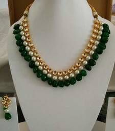 Jewellery Buy Kundan with embellished pearl and Green Onyx Gemstone Necklace Online - Antique Jewellery Designs, Gold Jewellery Design, Bead Jewellery, Gold Jewelry, Beaded Jewelry, Jewelry Necklaces, Jewellery Making, Designer Jewellery, Glass Jewelry