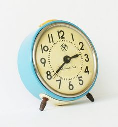 i'd love to find a clock like this while thrifting!