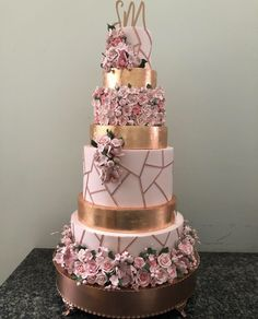Gold Quinceanera Cake Credit: Are you having a rose gold quince? Check out our planning article for more rose gold cake inspiration! Big Wedding Cakes, Wedding Cake Roses, Beautiful Wedding Cakes, Beautiful Cakes, Rose Gold Wedding Dress, Floral Wedding, Quinceanera Cakes, Quinceanera Ideas, Rose Gold Quinceanera Dresses