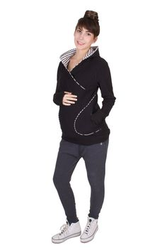Viva la Mama   The 3-in-1 black/white striped and long-sleeved nursing & maternity hoodie BELLY BOO has a comfortable and long cut but is also playful with its cute stripes. BELLY BOO makes discreet breastfeeding everywhere possible. #maternityfashion