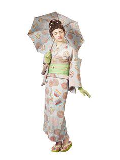 The Kimono Gallery Japanese Costume, Japanese Kimono, Japanese Girl, Traditional Kimono, Traditional Outfits, Modern Kimono, Yukata Kimono, Kimono Design, Summer Kimono