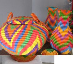 Guacamayas colombianas: OMG I want all of them! Handmade Home, Handmade Items, Colombian Art, Latino Art, Basket Weaving, Woven Baskets, Tapestry Crochet, Basket Decoration, House Colors