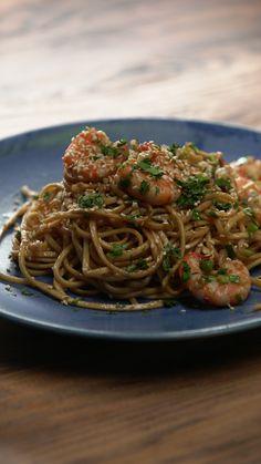 Garlic Shrimp Scampi with Egg Noodles Garlic Shrimp Scampi, Prawn Pasta, Shrimp Noodles, Garlic Prawns, Egg Noodles, Garlic Minced, Garlic Noodles, Easy Chicken Recipes, Asian Recipes