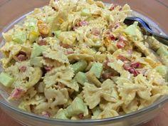 Pastasalaatit kuuluvat monien suosikkeihin. Ruokaisaa salaattia on kiva tarjota myös ... Desert Recipes, Raw Food Recipes, Salad Recipes, Chicken Recipes, Healthy Recipes, Food N, Food And Drink, Pasta Salad, Food Inspiration