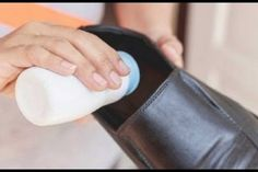 This project can help get rid of dry skin and odors on your feet. Just dust on you . This project can help get rid of dry skin and odors on your feet. Just dust on you … – Clear Skin Hacks Cream For Dry Skin, Skin Cream, Eye Cream, Cleaning Recipes, Diy Cleaning Products, Homemade Products, Dry Skin On Feet, Foot Powder, Exfoliating Face Scrub