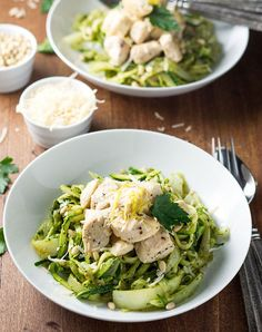 Pesto Zoodles With Chicken 23 Low-Carb Dinners Under 500 Calories That Actually Look Good AF Chicken Recipes Under 500 Calories, Dinners Under 500 Calories, Low Calorie Dinners, Low Calorie Recipes, Healthy Recipes, Delicious Recipes, Easy Dinners, Healthy Dinners, Free Recipes