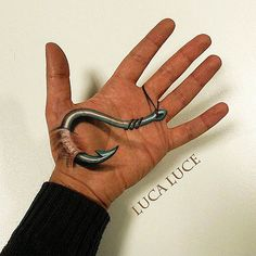 Hand Illusions – Quand un makeup artist s'amuse à dessiner sur sa propre main http://www.ufunk.net/artistes/hand-illusions/