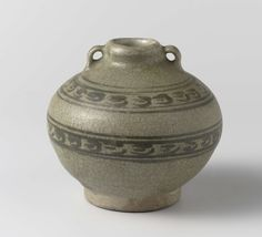 Anonymous | Pot, Anonymous, 1300 - 1600 | Pot met twee oortjes en twee geschilderde banden van gestileerd ornament onder de glazuur.
