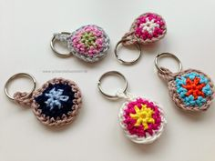 Schlüsselanhänger aus Wollresten / Keychains made from scraps of yarn / Upcycling