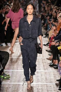 Isabel Marant Spring 2020 Ready-to-Wear Fashion Show - Vogue Isabel Marant, Fashion 2020, Runway Fashion, Paris Fashion, Fashion Fashion, High Fashion Photography, Glamour Photography, Lifestyle Photography, Editorial Photography