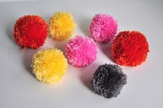Aesthetic Nest: Craft: Yarn Pom Pom Bouquets (Tutorial) For all the left over yarn I have