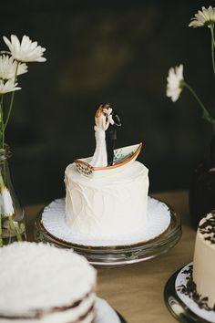 Canoe cake topper | Castle Lady Hawke Wedding | Blue Bend Photography | Via MountainsideBride.com