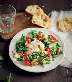 Jarní salát se ztraceným vejcem  Foto: Gurmet