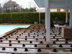 Les tapes de la pose de terrasse bois on pinterest - Terrasse bois sur plots reglables ...