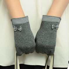 Item Type: Gloves & Mittens Pattern Type: Solid Department Name: Adult Gloves Length: Wrist Style: Fashion Gender: Women Material: Acrylic,Cotton